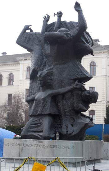 Sculpture dedicated to martyrs